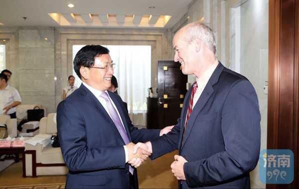 王忠林会见美国会众院代表团