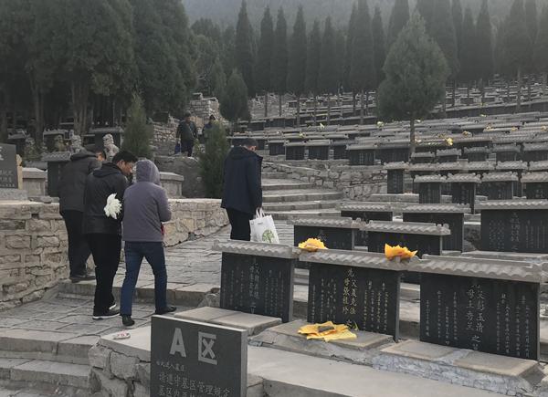 寒衣节玉函山公墓接待上山祭奠群众3.8万人次