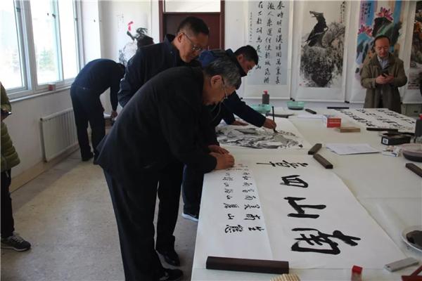 柳埠街道:书画下乡 助力文化扶贫