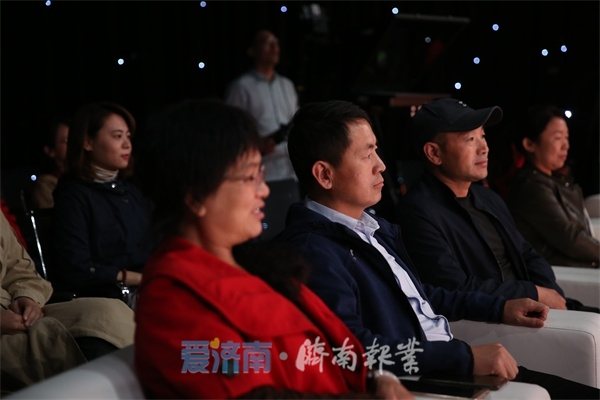 """""""泉城文明家庭微访谈""""完美收官 65枚纪念章背后的家风故事"""