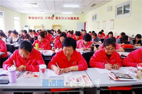 """""""新济南人""""故事登上人民日报!拥有七本专业资格证书的她这样说"""