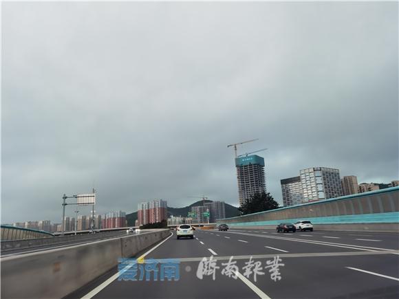 黑云压城昼如夜!济南大雨又开下 京沪高速等多个收费站封闭