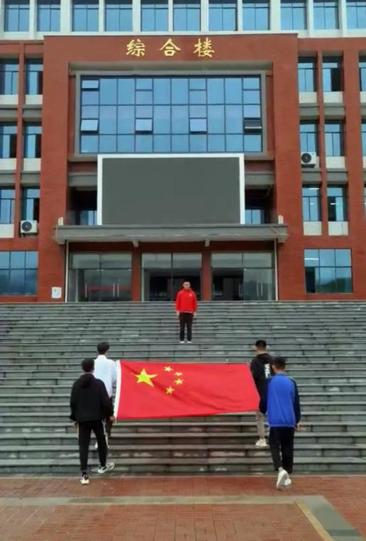 他们将最庄严的仪式带到了湘西支教学校