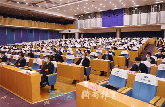 市政协召开十四届二十一次常委会会议 雷杰主持