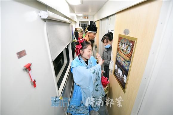 @济南人 山东省内首趟全列软卧旅游列车开行,一觉醒来就到蓬莱看海