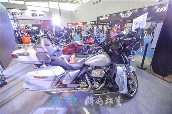 看过来!售价超10万,比普通汽车还贵的摩托车长啥样?